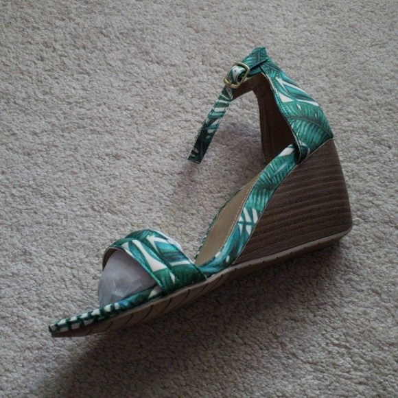 2b9ccc75 Kenneth Cole Reaction Shoes | Bnwot Palm Leaf Wedges | Poshmark